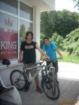Двамата ученици от София на излед с велосипеди